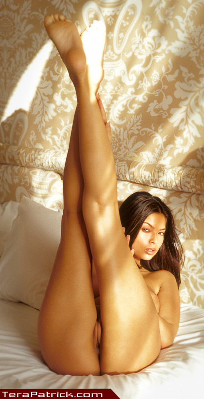 Tera Patrick long legs and sexy feet soles