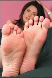 salma_hayek_soles_feet_01