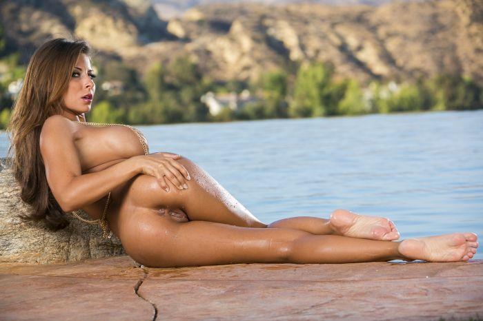Madison Ivy nude feet soles