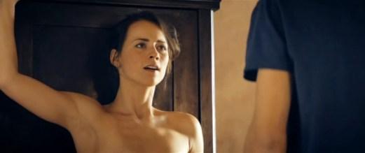 Karine Vanasse nue dans Angle Mort 04