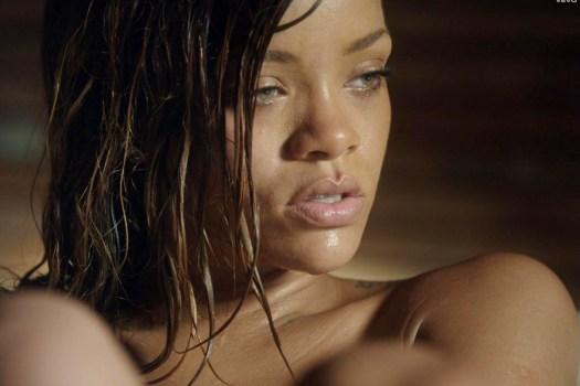 Rihanna stay nude 01