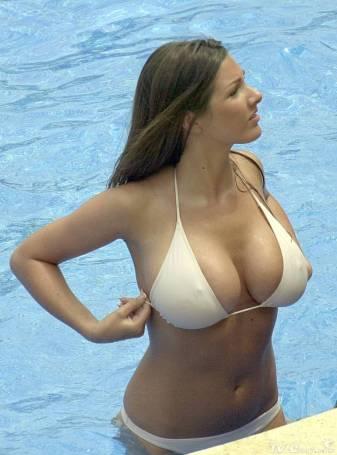 lucy_pinder_bikini_pool