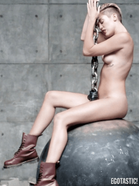 Miley Cyrus topless tits 28