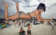 bai_ling_on_the_beach_by_lowerrider-d5c39fq
