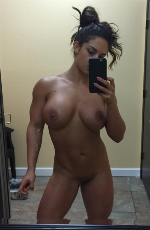 WWE Diva Kaitlyn nude photos leaked