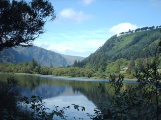 Glendalough_lake