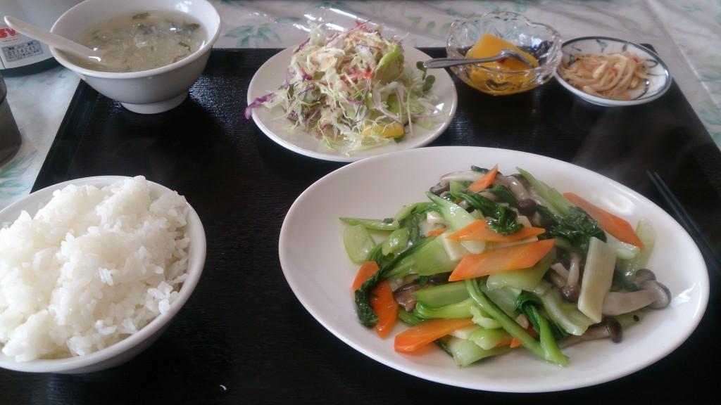 華縁日替わり小松菜と豚肉キノコの炒め物