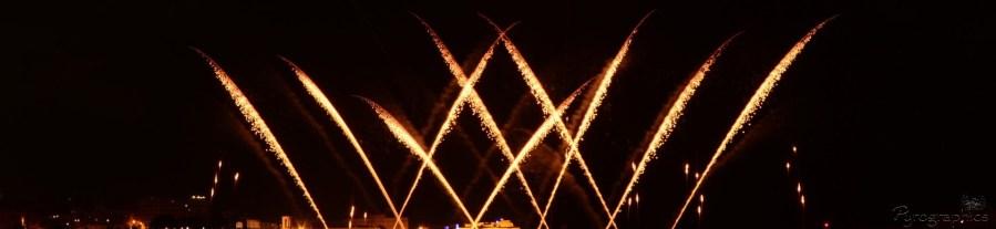 Professionelles Feuerwerk - One Row Goldkometen