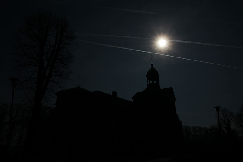 Geisterstunde am Eutiner Schloss, fotografiert um 11.21 Uhr am 19. März 2015.