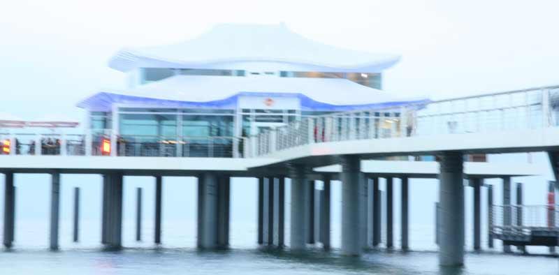 Trotz Stativ unscharf: Das Teehaus, fotografiert mit Blende 22 und knapp drei Sekunden Belichtungszeit.