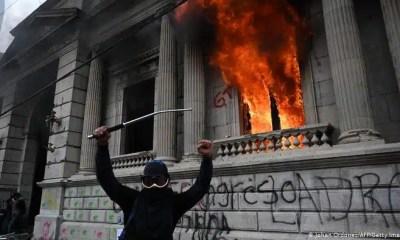 incendian congreso de Guatemala