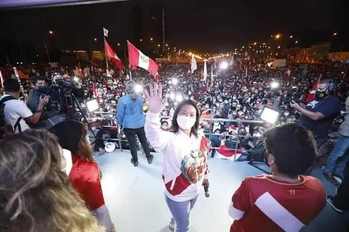 Keiko Fujimori marcha por la democracia