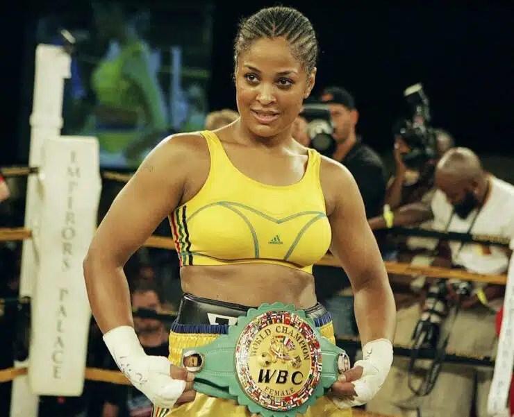 Laila Ali La hija del legendario boxeador Muhammad Ali también tuvo un gran éxito en el ring. Laila Ali se retiró del deporte en 2007.