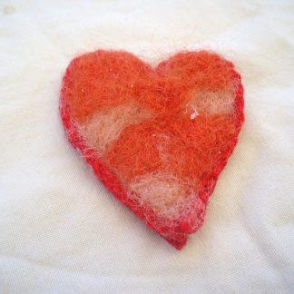 Hjärta i ull med virkad kant