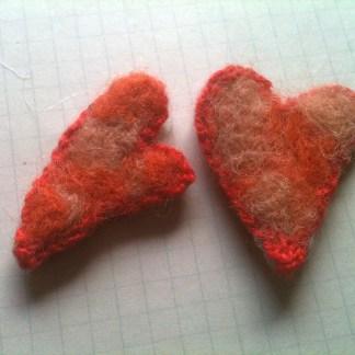 Mellan hjärta i ull med virkad kant, 2 pack
