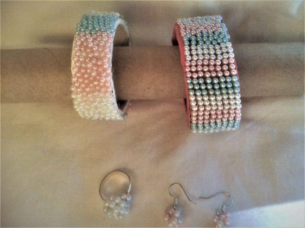 Smycket sats med pärlor, modell