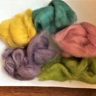 Ullpaket i pastellfärger