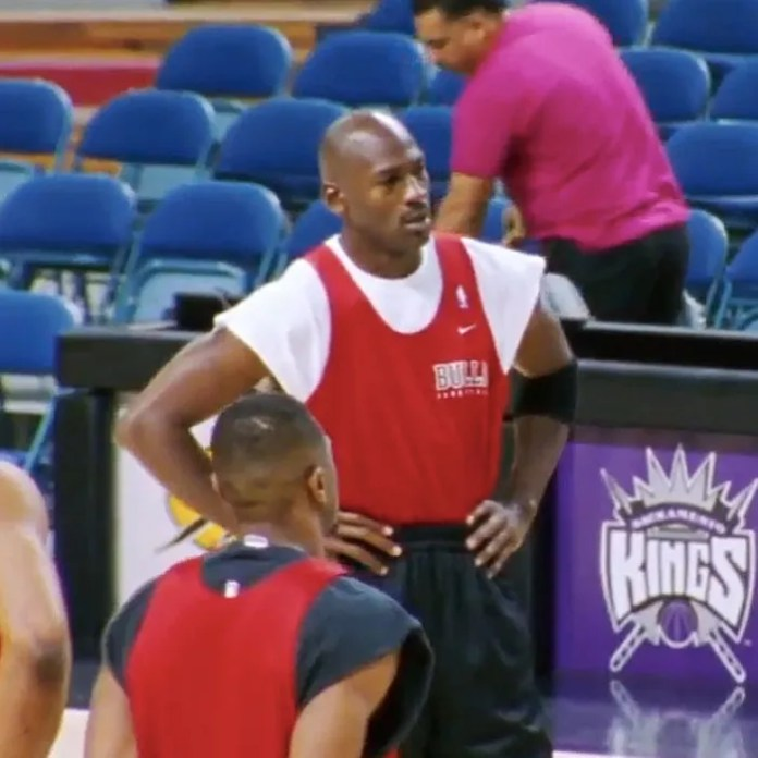 Michael Jordan trains with the Chicago Bulls in the ESPN documentary The Last Dance.
