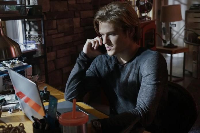 MacGyver Series Premiere Recap: The Sherlock Problem