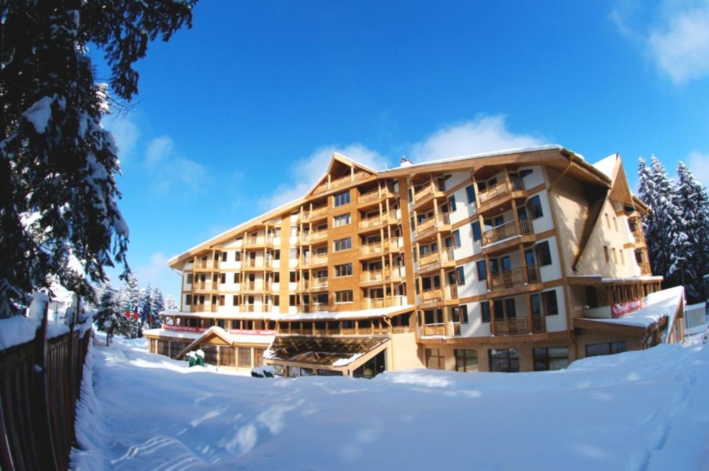 Iceberg Hotel взимку