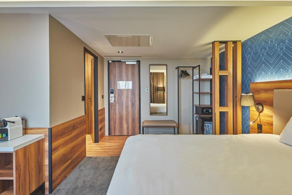 Hotel L Elysee Val D Europe Serris France Booking Com