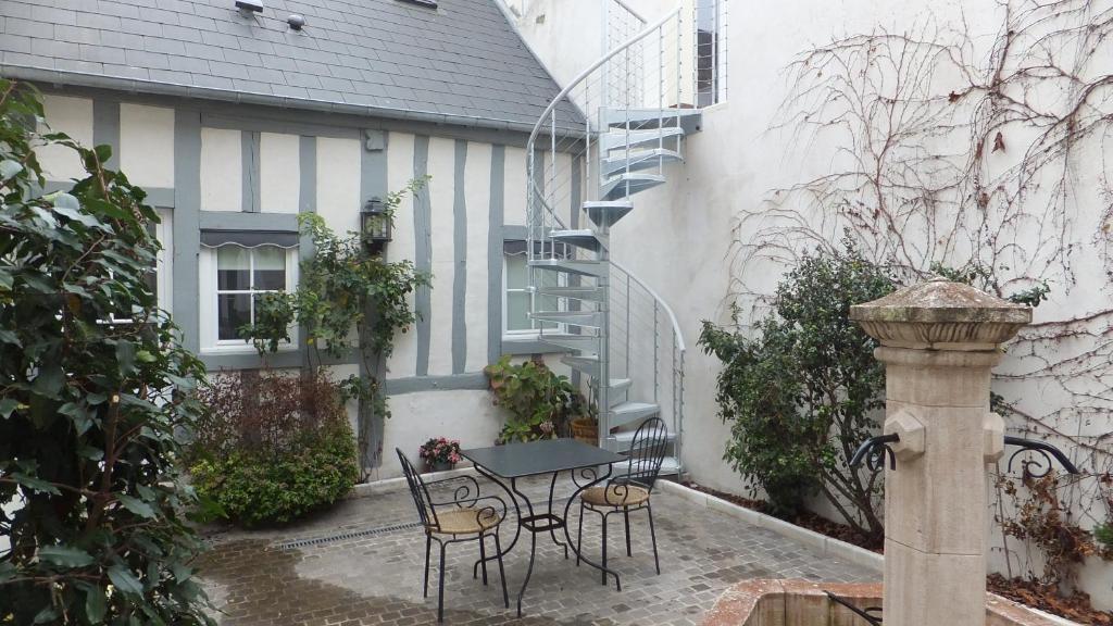 Hotel La Closeraie Sully Sur Loire France Booking Com