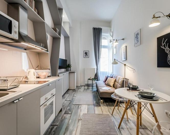 The Grey Studio Apartment With Sleeping Loft In Center