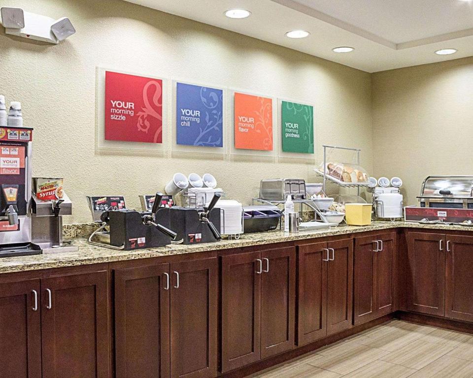 Hotel Comfort Suites Minot Nd Booking Com