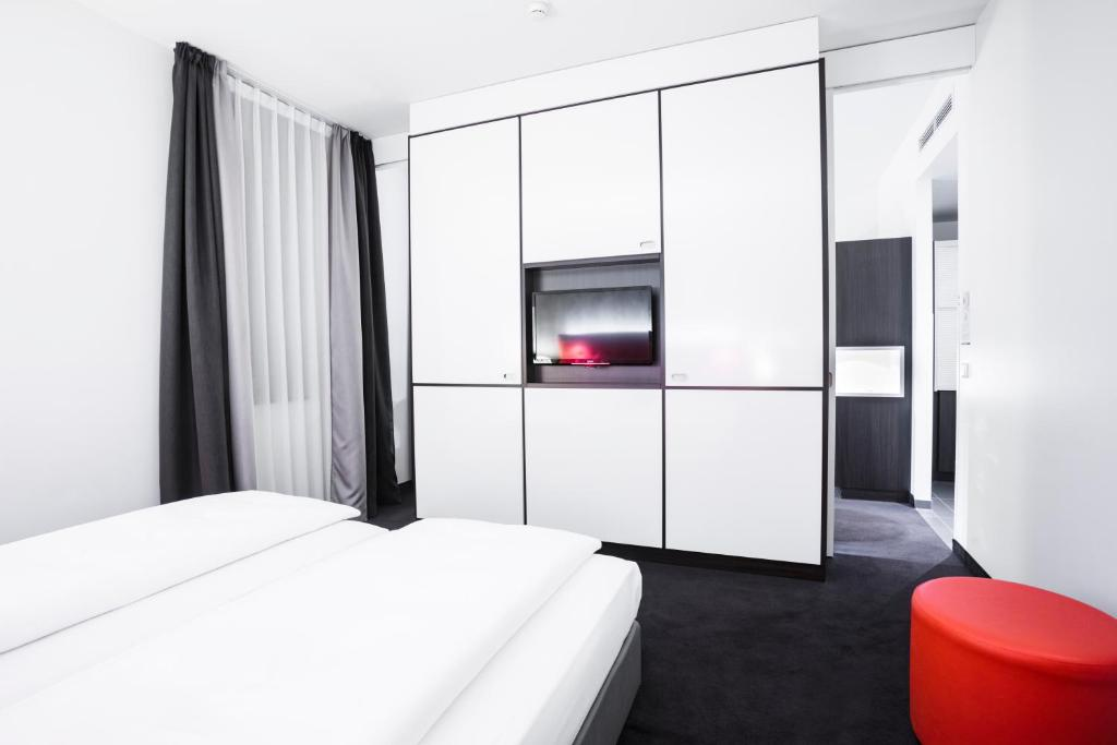 Select Hotel Berlin The Wall Germany Booking Com