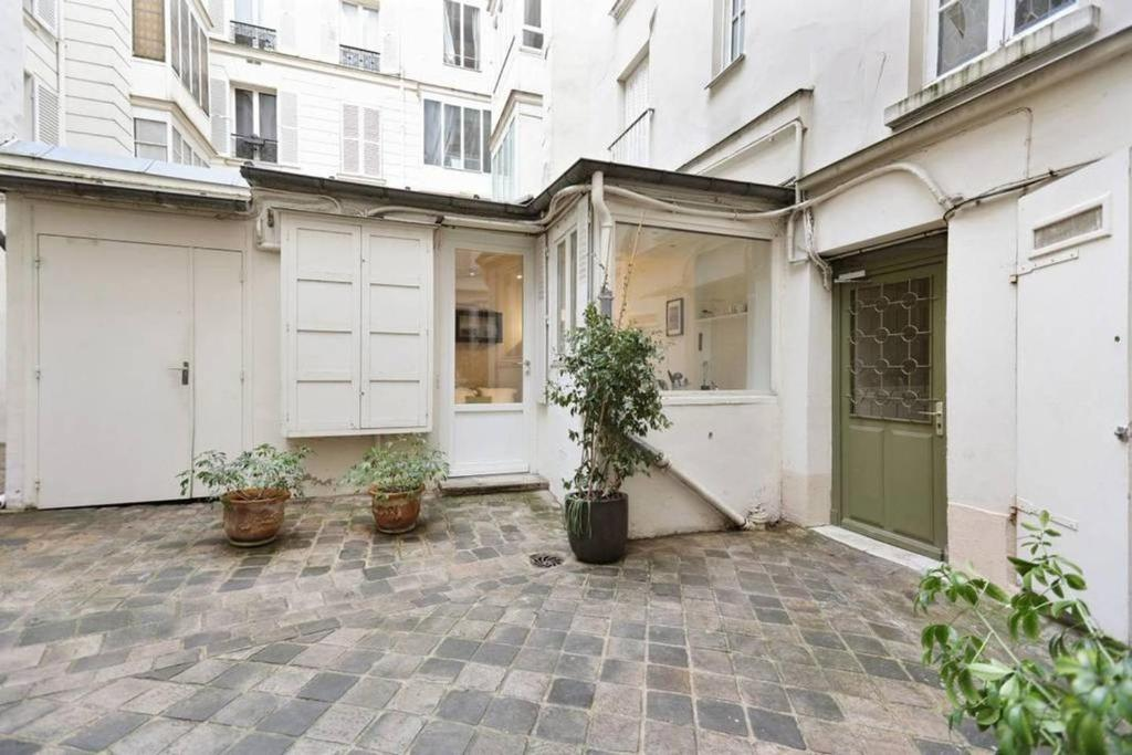 Apartment Small House Near The Eiffel Tower Paris France