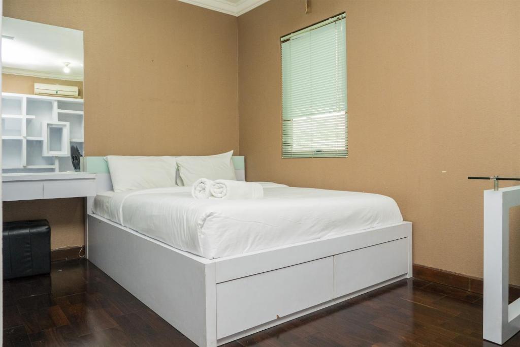 Spacious Studio Room At Majesty Apartment By Travelio