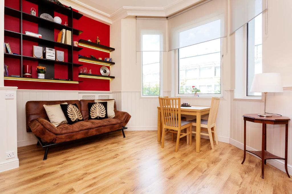 Apartment Veeve Sinclair Gardens London Uk Booking Com