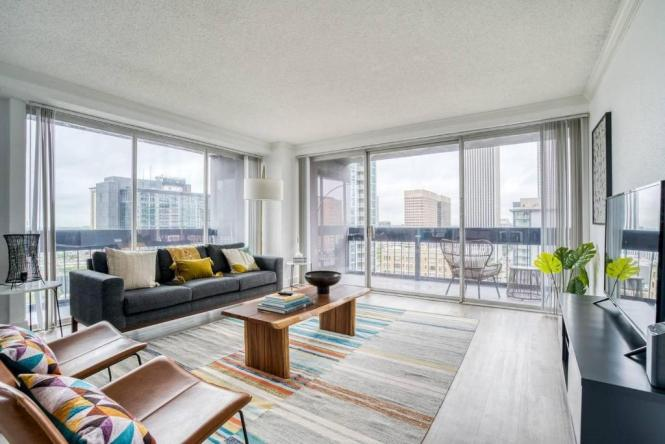 Downtown Corner Apartment By Lodgeur