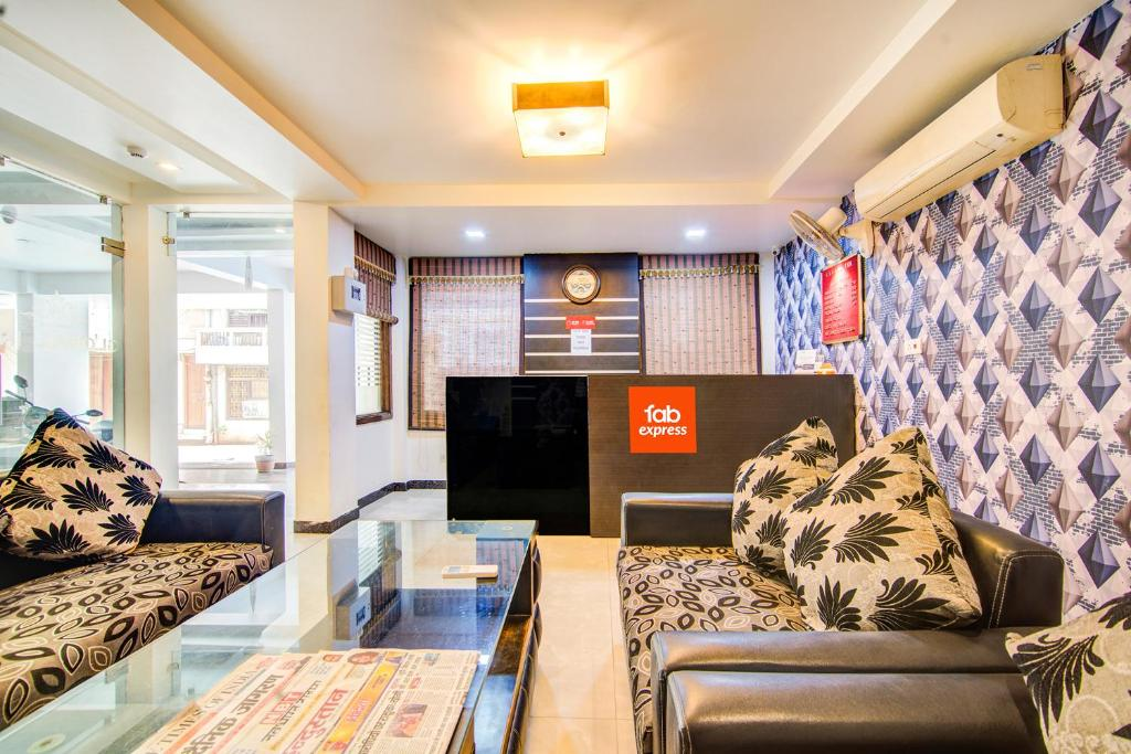 Fabexpress Global Inn Lucknow India Booking Com