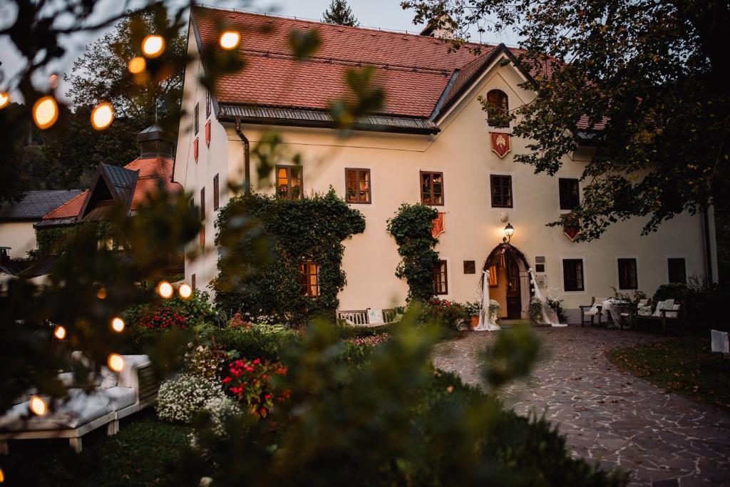 Hotel Kendov Dvorec Spodnja Idrija Slovenia Booking Com