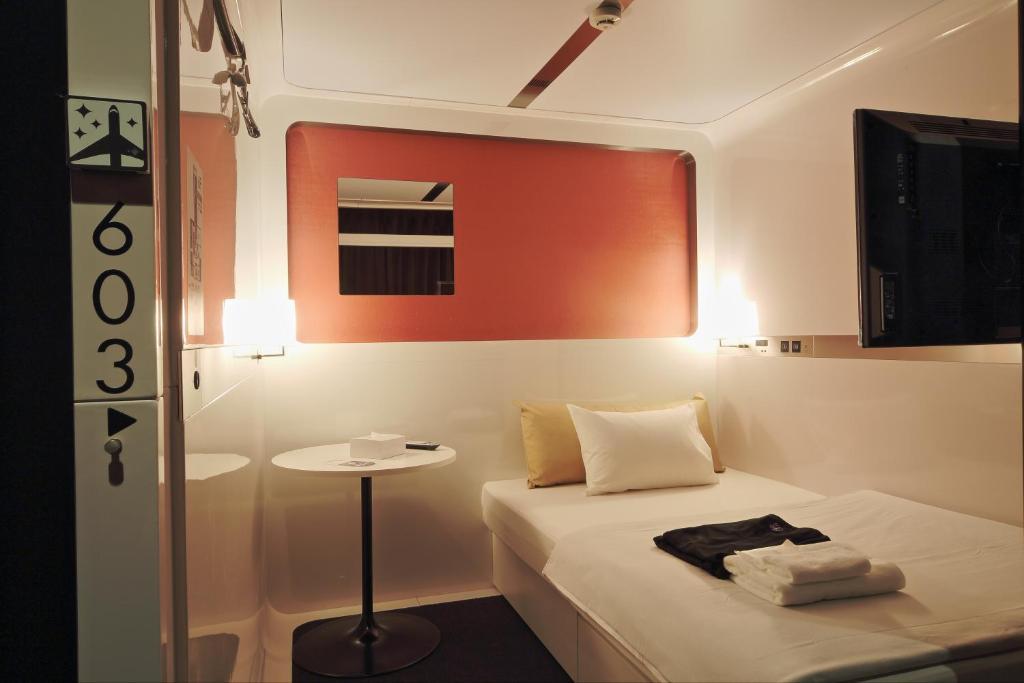 Capsule Hotel First Cabin Shinbashi Atagoyama Tokyo Japan