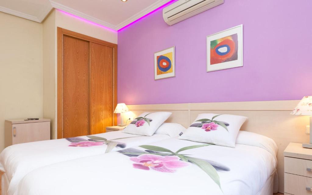 Guesthouse Luz Madrid Rooms Spain Booking Com