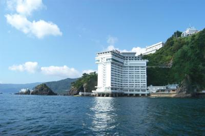 【2021年版】熱海のホテルで記念日を過ごすカップルにおすすめ!特別なホテルランキングTOP15【厳選かけ流し・記念日プラン・岩盤浴・老舗・オーベルジュなど】