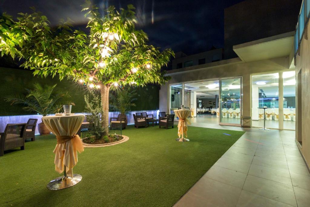 El Patio  La Almunia de Doa Godina reserva tu hotel con