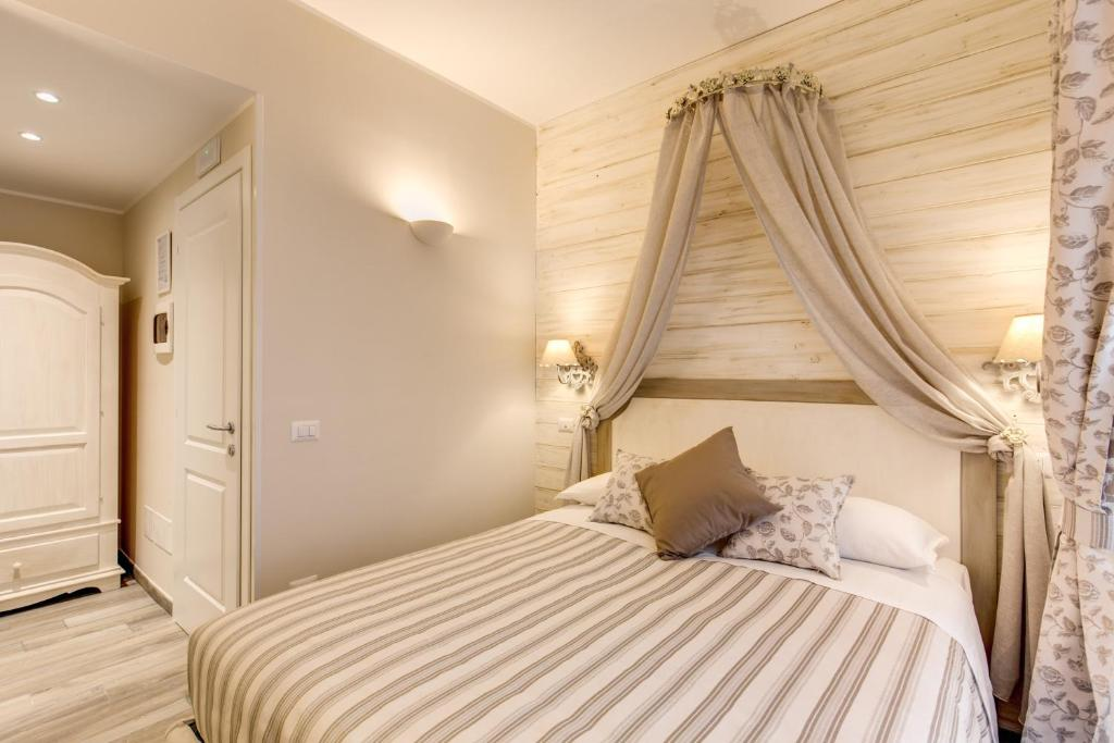 Casa Tua Vaticano  Vatican City  book your hotel with