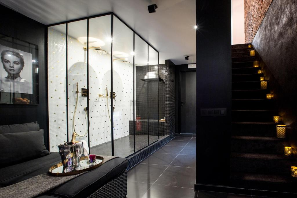 Apartment chambre avec jacuzzi sauna privatif Brussels including reviews  Bookingcom