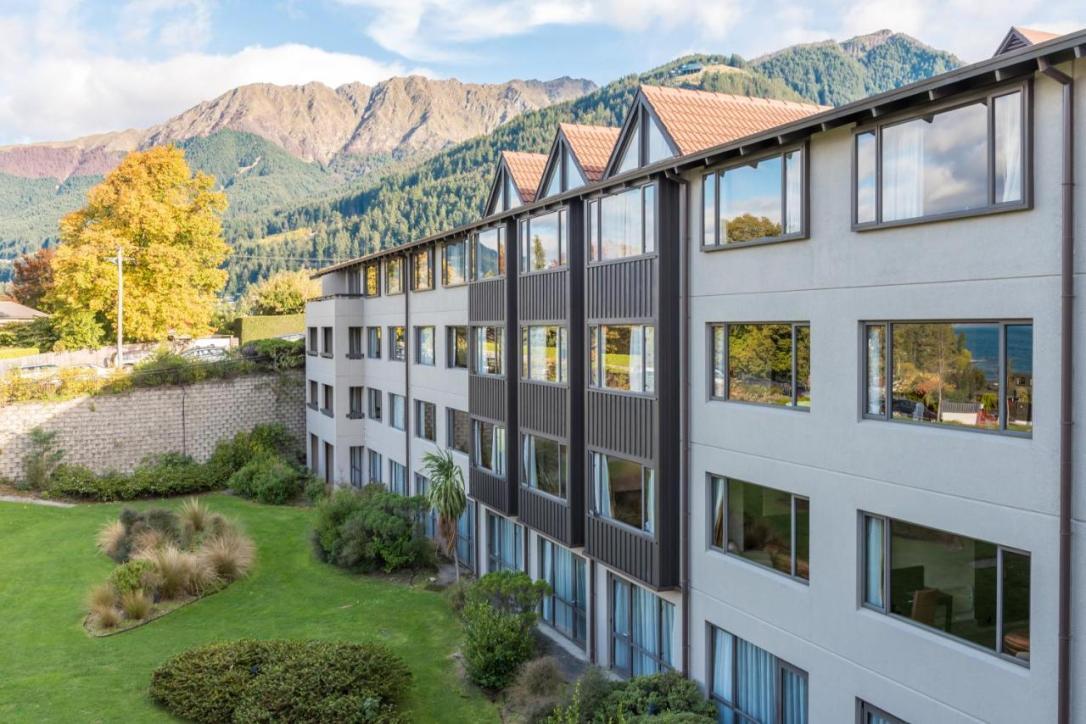 نتيجة بحث الصور عن BOOKING Copthorne Hotel & Resort Lakefront