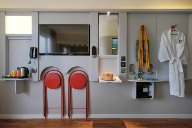 A kitchen or kitchenette at ibis Styles - Nairobi, Westlands