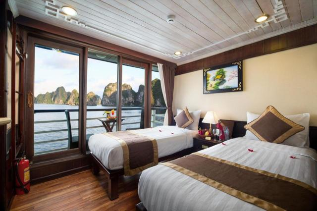 A bed or beds in a room at Apricot Premium Cruise