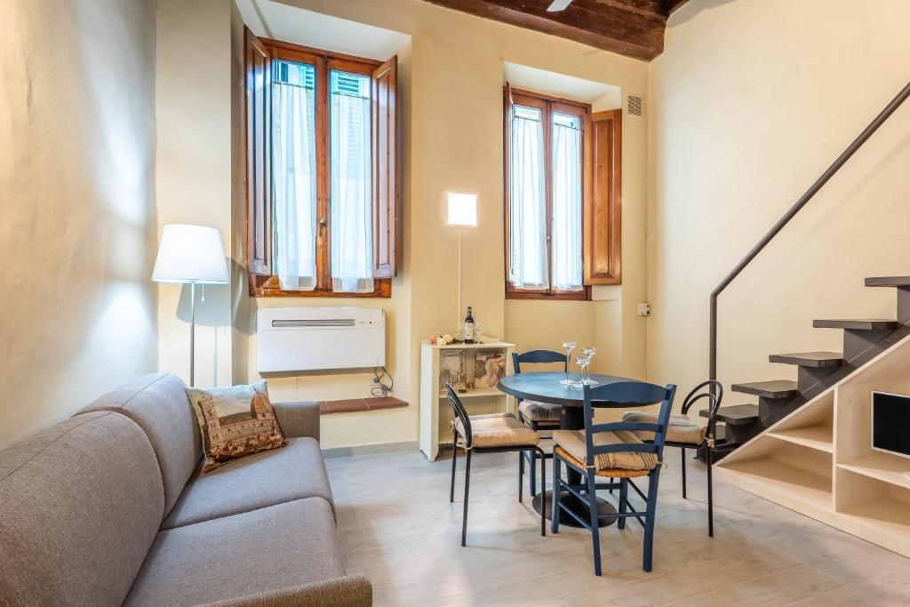 Tiny Pitti Apartment Florence