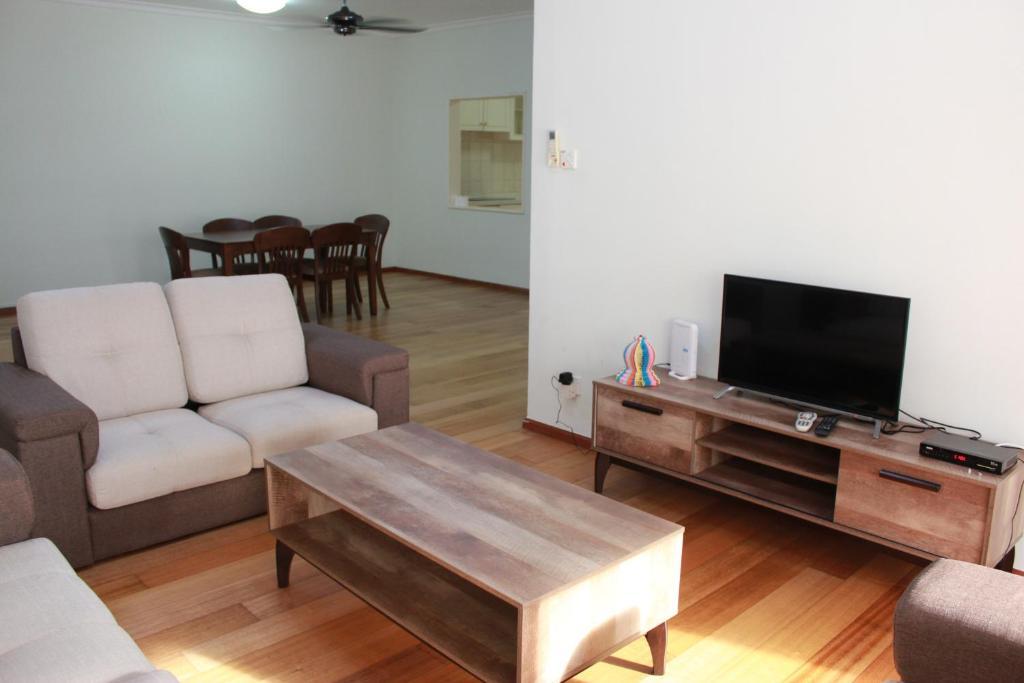 Ideal Holiday Apartment Marina Court Resort Condominium