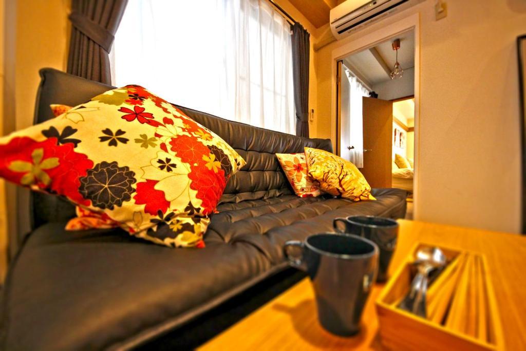 Cozy Clean Family Apt Tsutenkaku Tower Front Apartment Osaka