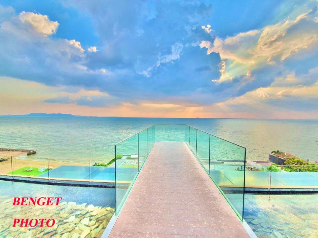 Stunning Panoramic Sea View From 28 Floor Veranda Residence