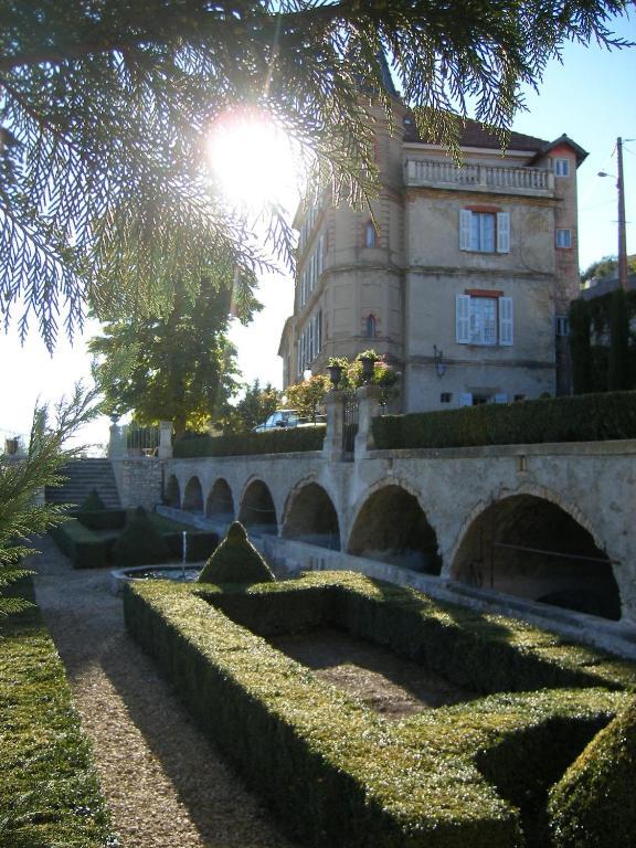 chambres d hotes chateau du grand jardin chambres d hotes a valensole dans les alpes de haute provence 04 13 km de greoux les bains