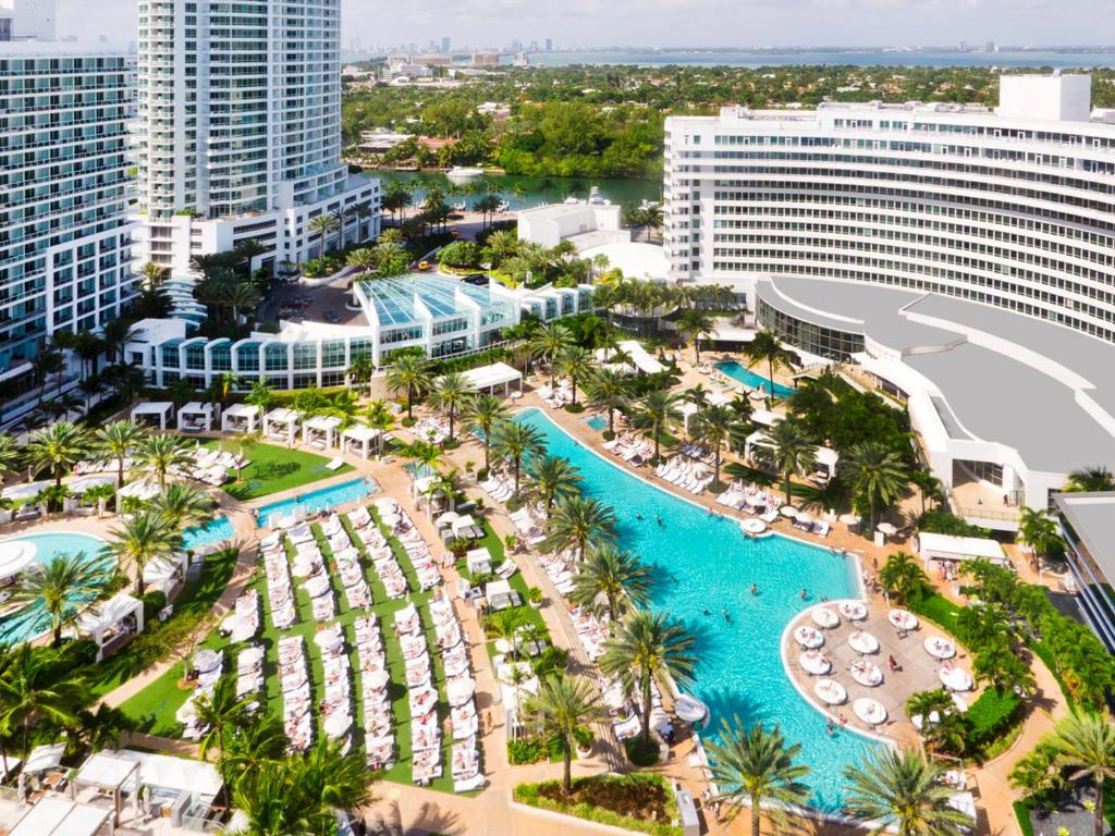 sofa cleaning miami beach friheten bed with chaise reviews fontainebleau book your hotel